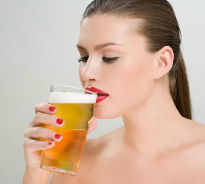 Cách uống bia không say trong ngày Tết